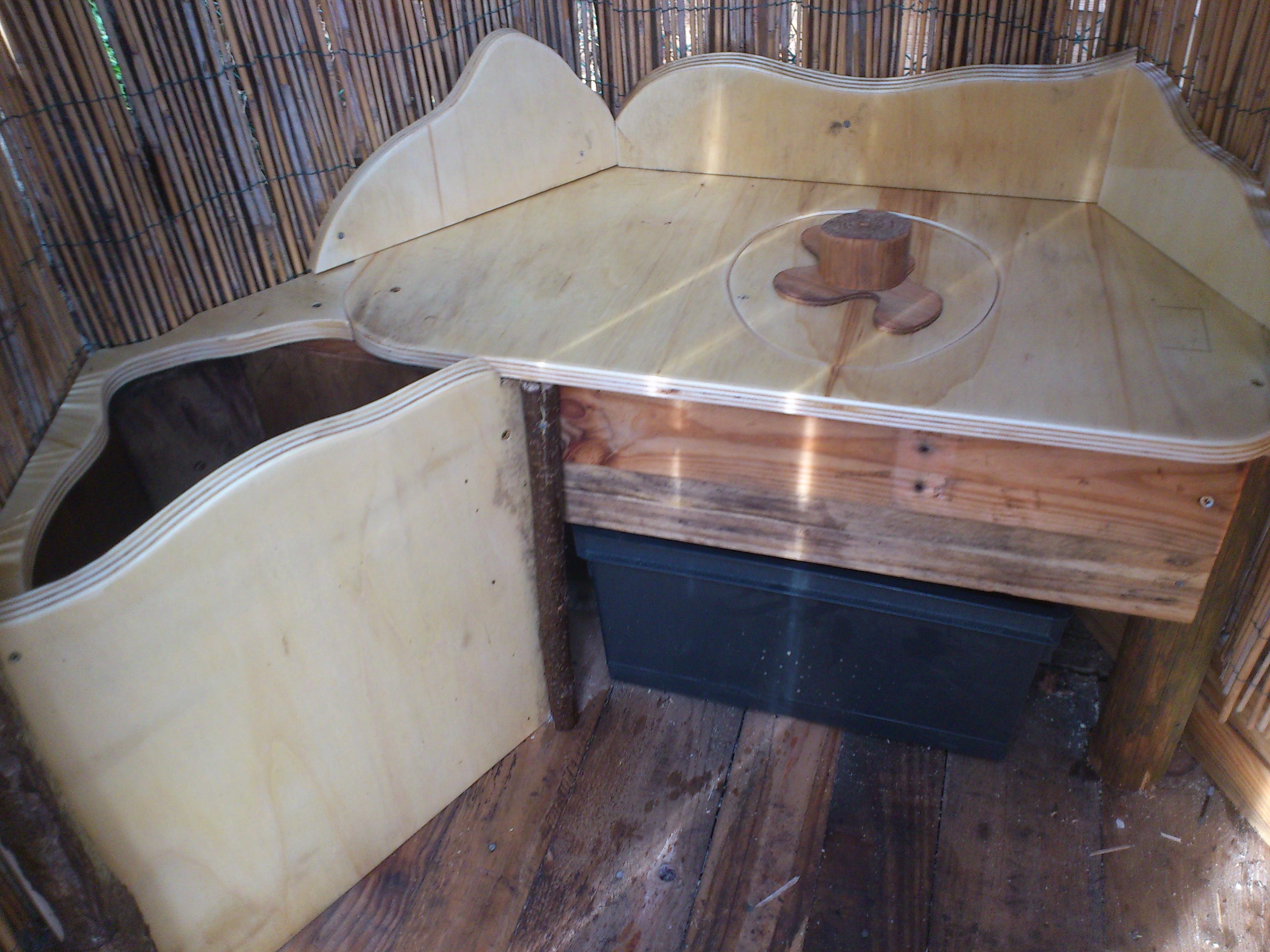 Pour se poser tranquillement, une caisse en dessous, et le stockage pour l'humus à gauche