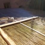 Pose de la toiture, rouleaux de canis et tôles transparentes