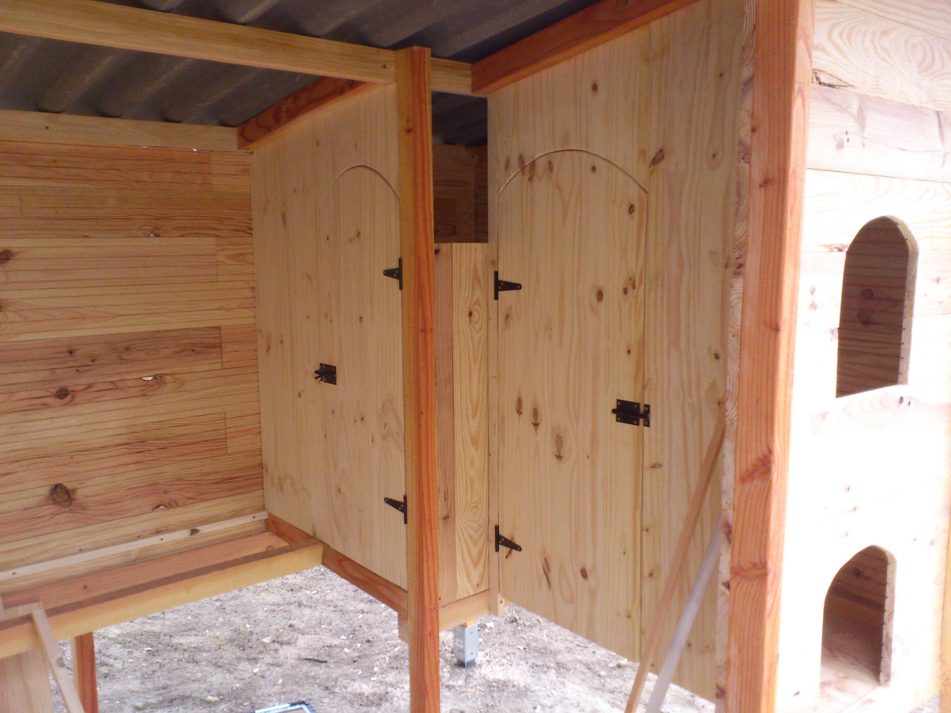 Les portes pour rendre visite aux poules, et récupérer les oeufs.